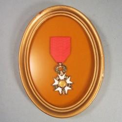MEDAILLE DE CHEVALIER DE L'ORDRE DE LA LEGION D'HONNEUR 3 ème REPUBLIQUE ENCADREE