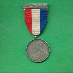MEDAILLE DU COURONNEMENT DE GEORGES IV ET DE LA RENE ELISABETH LE 12 MAI 1937 AVEC BARRETTE 1937