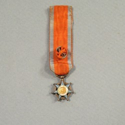 REDUCTION DE LA MEDAILLE D'OFFICIER DE L'ORDRE NATIONAL DU MERITE SOCIAL °