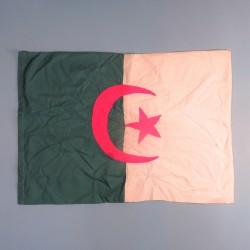 DRAPEAU OU FANION DU FLN OU ALN GUERRE D'ALGERIE