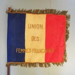 CROIX ROUGE FRANCAISE FANION DE L'UNION DES FEMMES FRANCAISES SECTION DE CREMIEU DANS L'ISERE