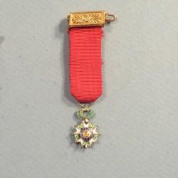 REDUCTION DE LA MEDAILLE DE CHEVALIER DE L'ORDRE DE LA LEGION D'HONNEUR 4 ème REPUBLIQUE °