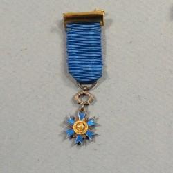 REDUCTION DE LA MEDAILLE DE CHEVALIER DE L'ORDRE NATIONAL DU MERITE °