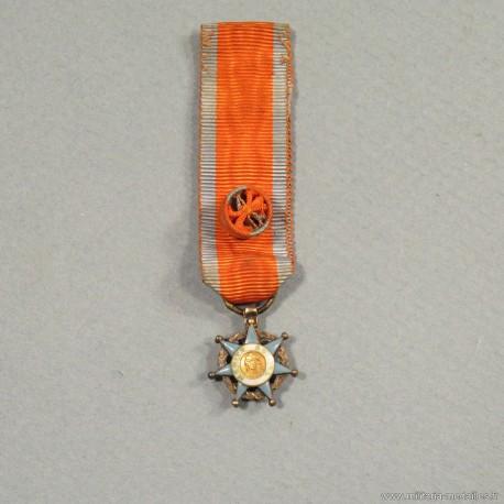 REDUCTION DE LA MEDAILLE D'OFFICIER DE L'ORDRE NATIONAL DU MERITE SOCIAL °