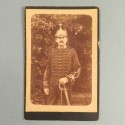 PHOTO CARTONNEE D'UN LIEUTENANT DU 16 ème REGIMENT DE DRAGONS VERS 1900