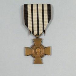 FRANCE CROIX DU COMBATTANT RUBAN DE VICHY DATEE AU DOS 1939-1940