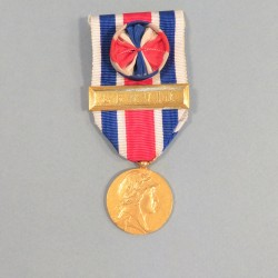 MEDAILLE ANCIENS COMBATTANTS FEDERATION NATIONALE DES AMICALES DE SOUS OFFICIERS DE RESERVE CLASSE OR OFFICIER SERVIR