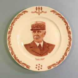 ASSIETTE ILLUSTREE DU MARECHAL PETAIN DIAMETRE 27 cm PORCELAINE DE LIMOGE 1940 - 1944