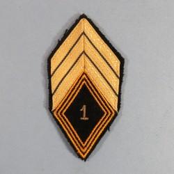 INSIGNE LOSANGE TISSU SERGENT CHEF DU 1 er REGIMENT DE CHASSEURS PARACHUTISTES RCP FOND NOIR APRES 1957