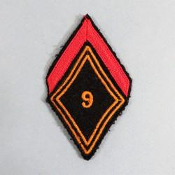 INSIGNE LOSANGE TISSU 1 ère CLASSE DU 9 ème REGIMENT DE CHASSEURS PARACHUTISTES RCP FOND NOIR APRES 1957