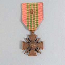 CROIX DE GUERRE 1939-1945 AVEC 1 ETOILE POUR UNE CITATION A L'ORDRE DU REGIMENT DATE AU DOS 1939 1945