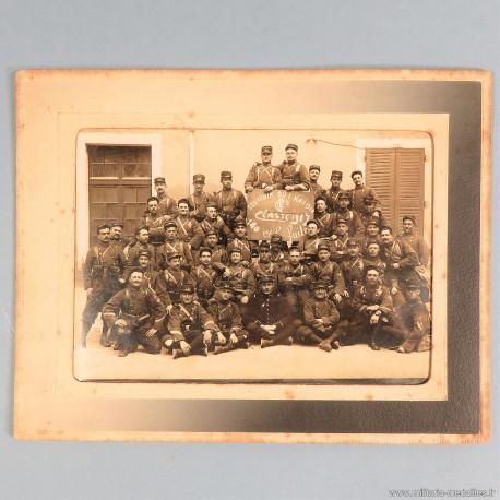 PHOTO MILITAIRE 1900 PREMIERE COMPAGNIE DU 140 REGIMENT D'INFANTERIE CLASSE 1907 SOUVENIR DU 1 MAI 1910