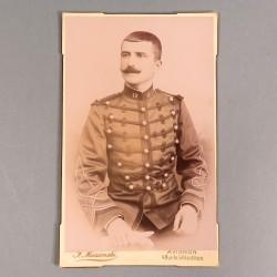 GRANDE PHOTO CARTONNEE D'UN OFFICIER SOUS LIEUTENANT DU 13 ème REGIMENT D'ARTILLERIE VERS 1900 1914