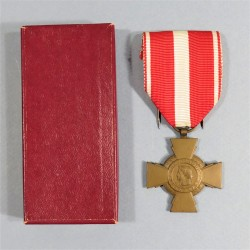 FRANCE MEDAILLE CROIX DE LA VALEUR MILITAIRE FRENCH CROSS FOR MILITARY VALOR EN BOITE
