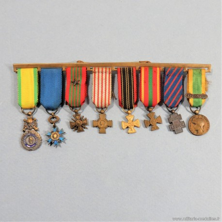 BARRETTE DE 8 REDUCTIONS MEDAILLES MILITAIRES D'UN ANCIEN DE LA SECONDE GUERRE ENGAGE VOLONTAIRE RESISTANT FRANCE LIBRE °