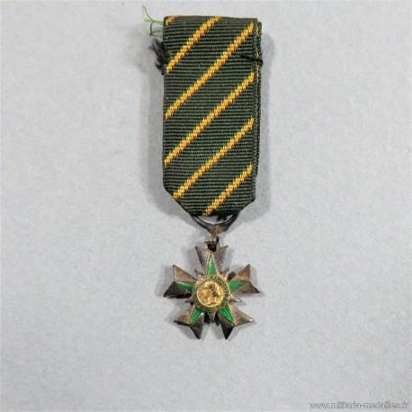 FRANCE REDUCTION DE LA MEDAILLE DE CHEVALIER DE L'ORDRE DU MERITE COMBATTANT 1953 A 1962 °
