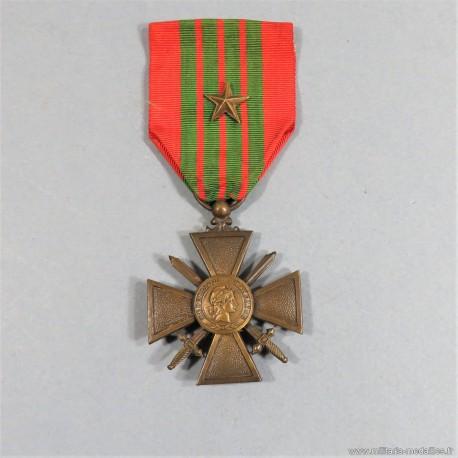 CROIX DE GUERRE 1939-1945 DATE AU DOS 1939 AVEC UNE ETOILE POUR UNE CITATION A L'ORDRE DU REGIMENT