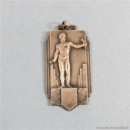 MEDAILLE POUR LA 3 ème ANNEES DU PORTEUR OU LE RELAIS DE LA FLAMME DU SERVICE D'ORDRE LEGIONNAIRE SOL DATEE 1943